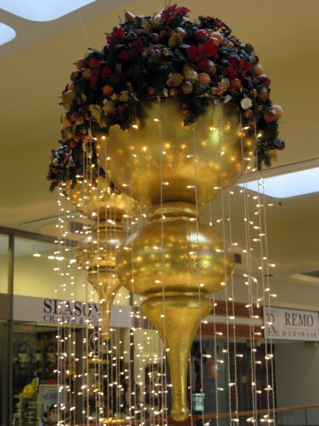 MALL DECORATION